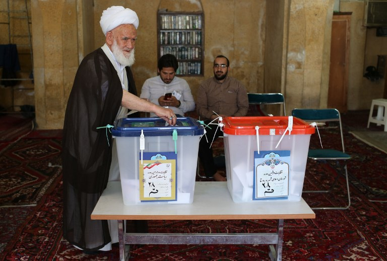Iran President Rouhani leading in election – official