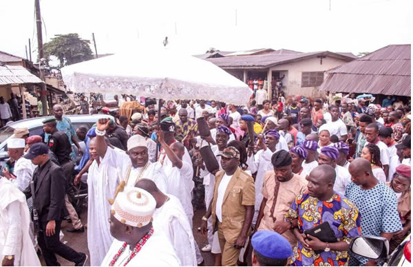 [PHOTOS] Ooni regal, as he celebrates goddess of purity with subjects