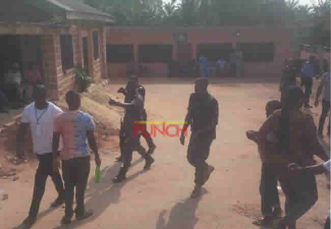 Anambra election: Security men tackle unruly agent