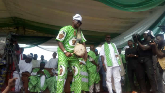 Gov. Fayose shows drumming skills at Gen. Adebayo's burial