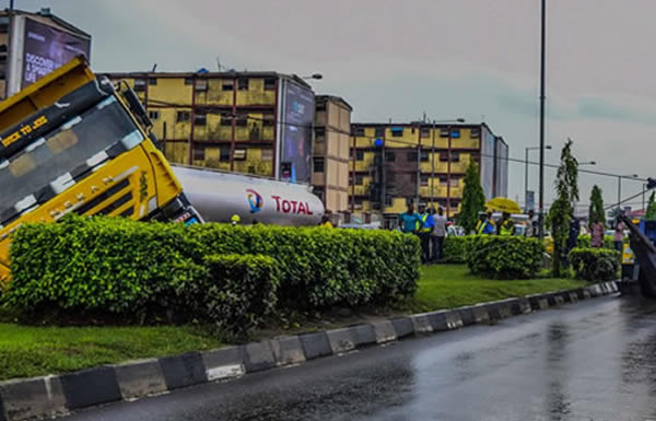 [PHOTOS] Truck loaded with gravel tumbles in Lagos