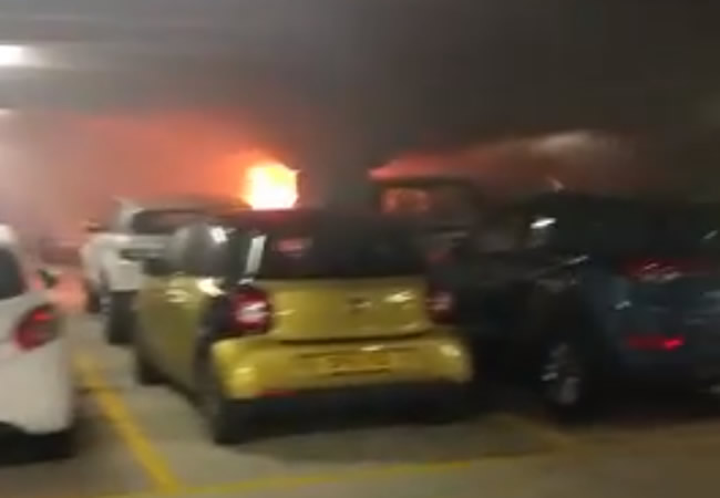 1,400 vehicles Consumed by fire at a car park (photo)